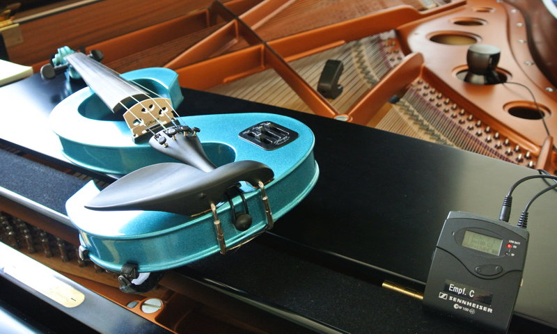 STERN - for electric violin, prepared piano and vibration speaker