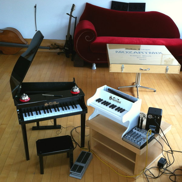 Karlheinz Essl: under wood - setup of toy pianos